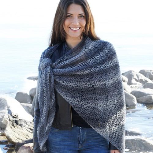 09ca36814d5 Du kan sagtens bruge Wool Mix til at lave mange andre flotte ting f.eks.  tæppe, tørklæde, sjal, bluse, poncho eller en lun strikjakke.